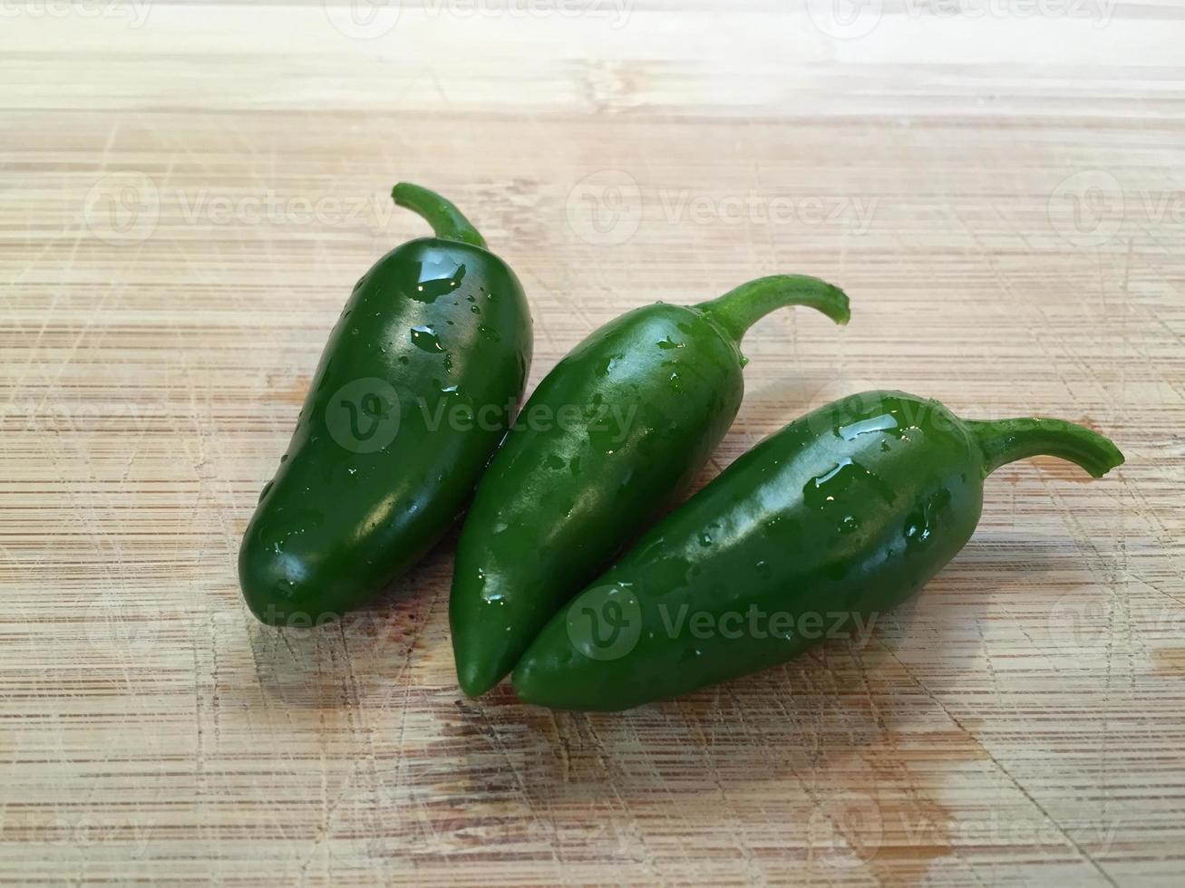 groene jalepeno pepers foto