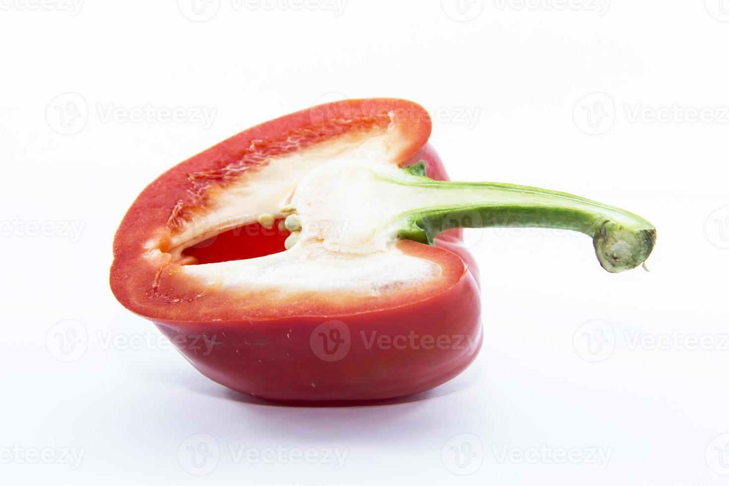 pittige rode bel chili kant gesneden foto
