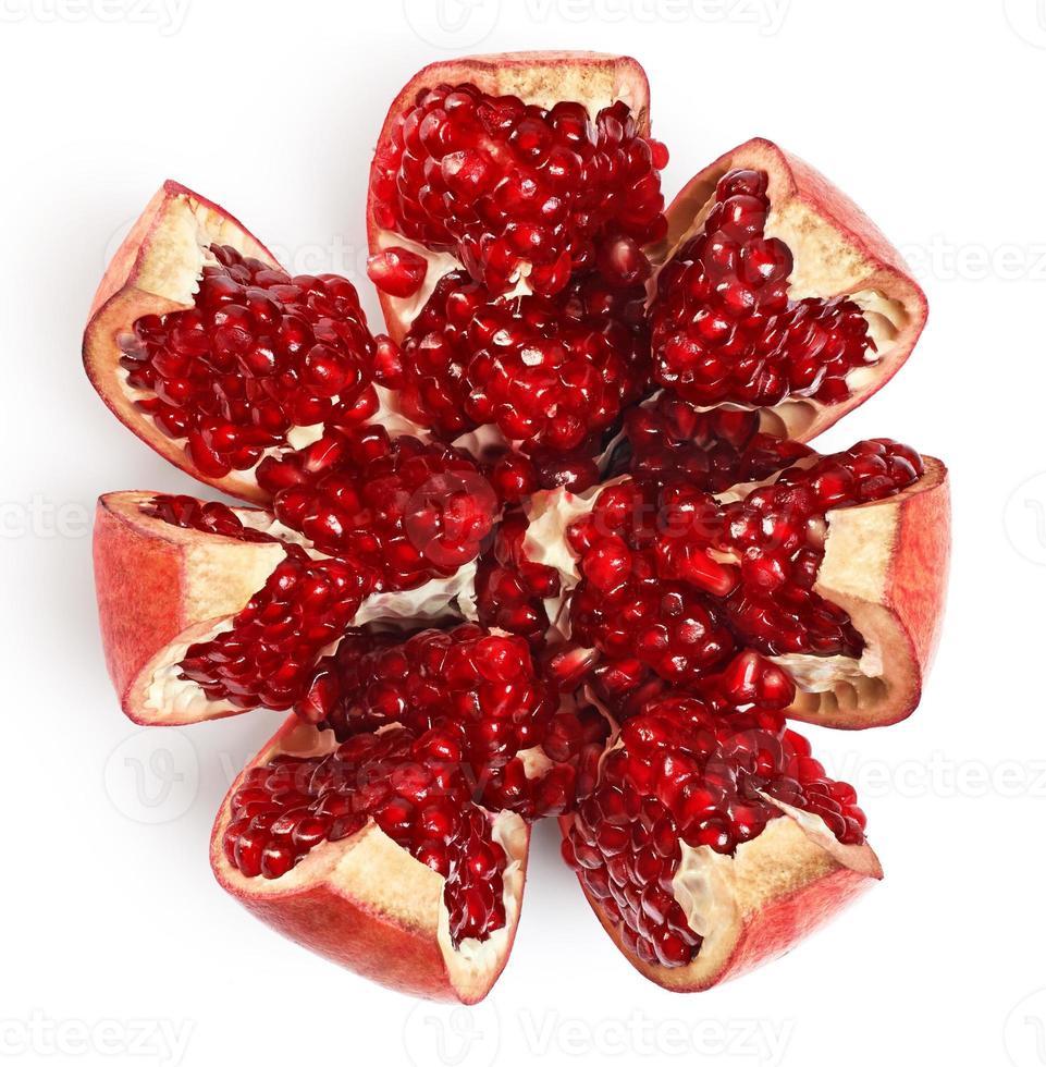 granaatappel die op witte achtergrond wordt geïsoleerd. foto