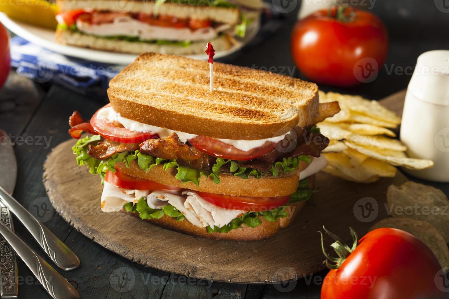 club sandwich met kalkoen en spek foto
