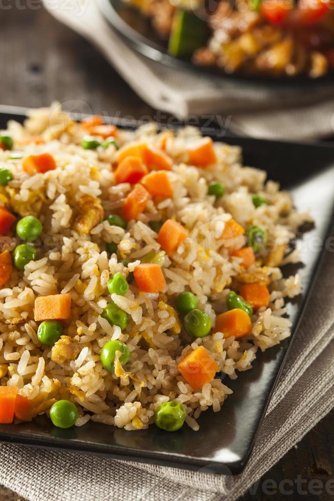 gezonde zelfgemaakte gebakken rijst foto