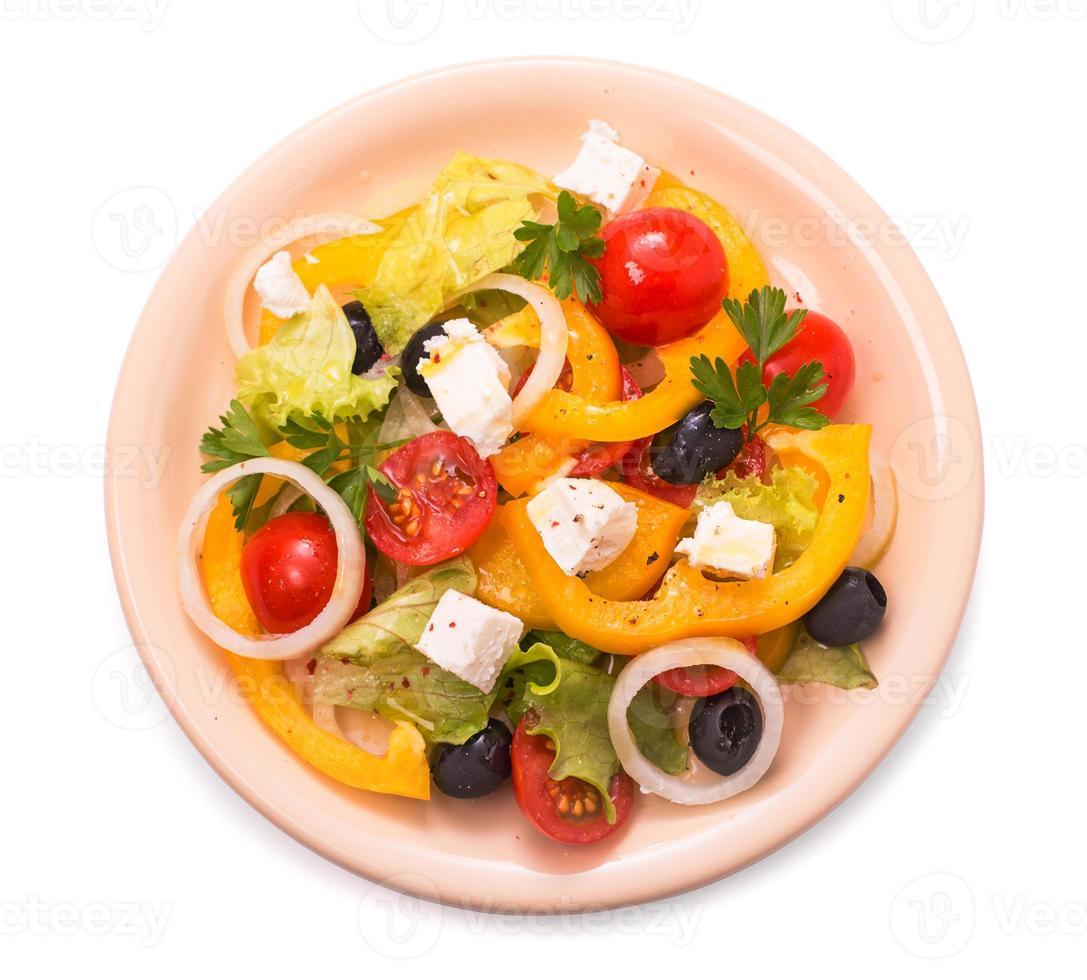 Griekse salade geïsoleerd foto