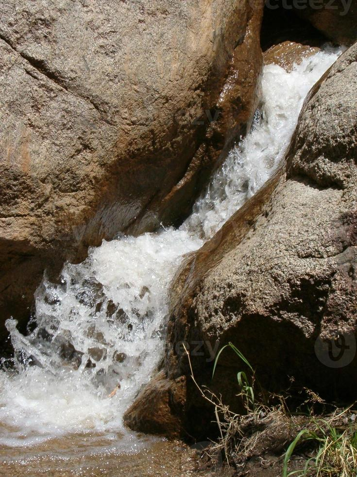 waterval in de woestijn foto