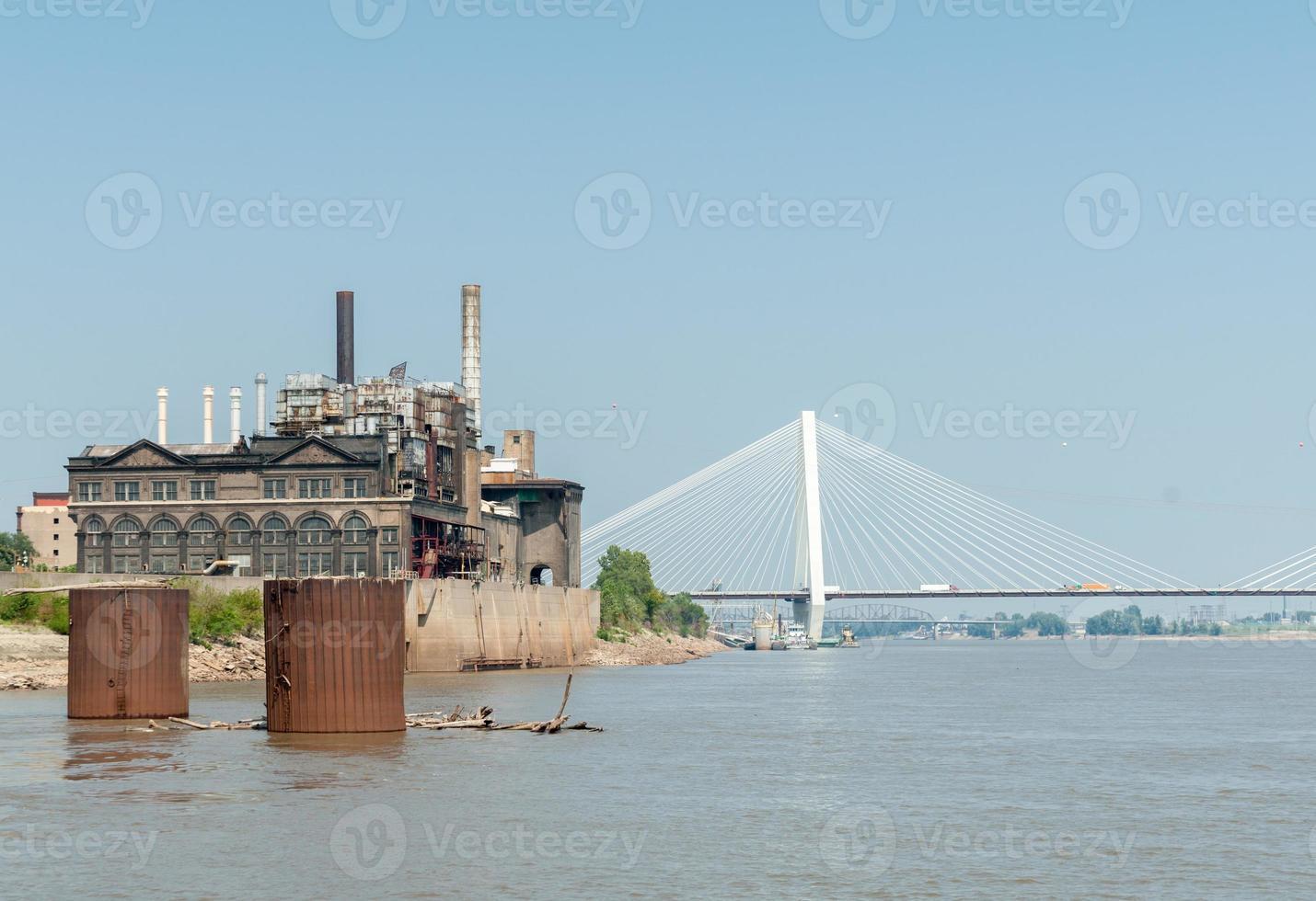 st louis, architectuur, rivier en bruggen missouri, usa. de stan foto