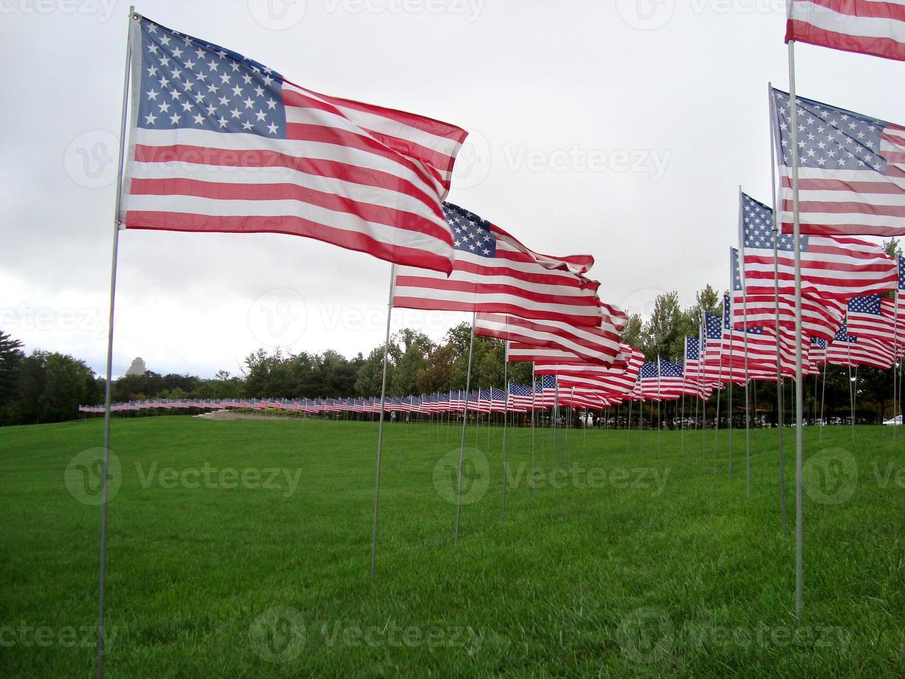 Amerikaanse vlaggen ter ere van aanslagen van 11 september foto