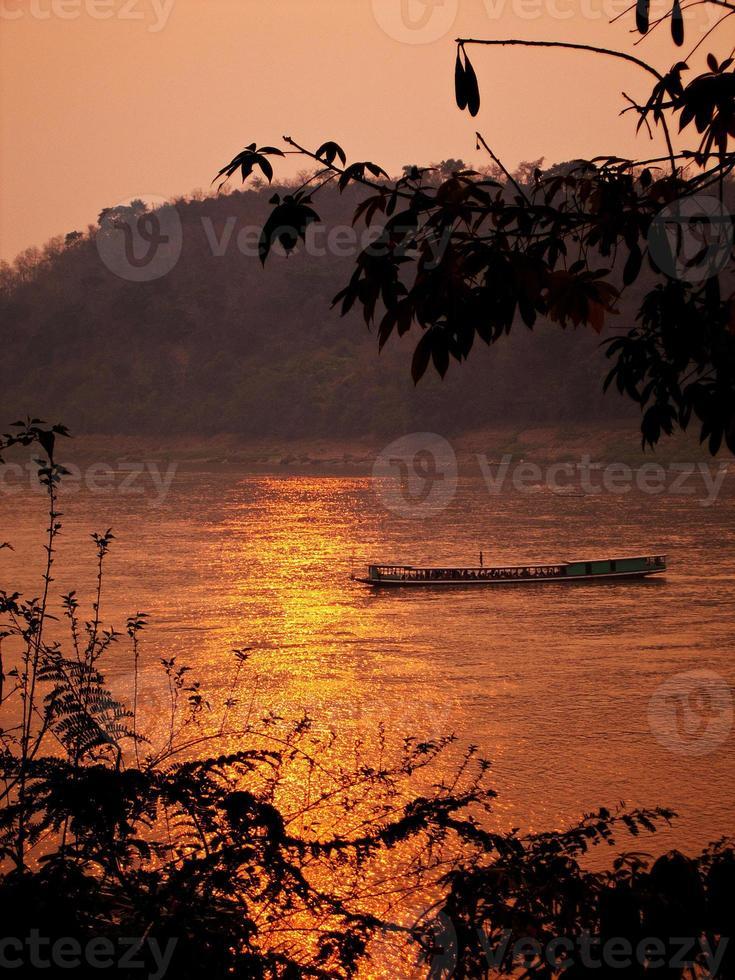 mekong rivier in luangprabang foto