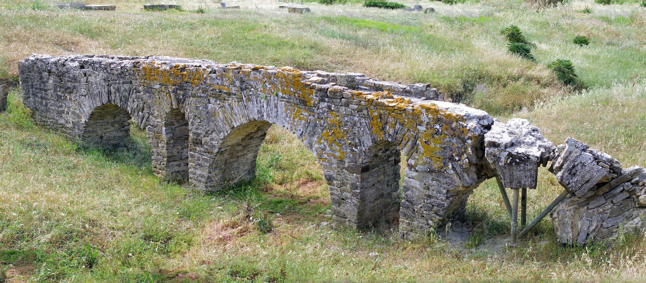Romeins aquaduct in Spanje. foto