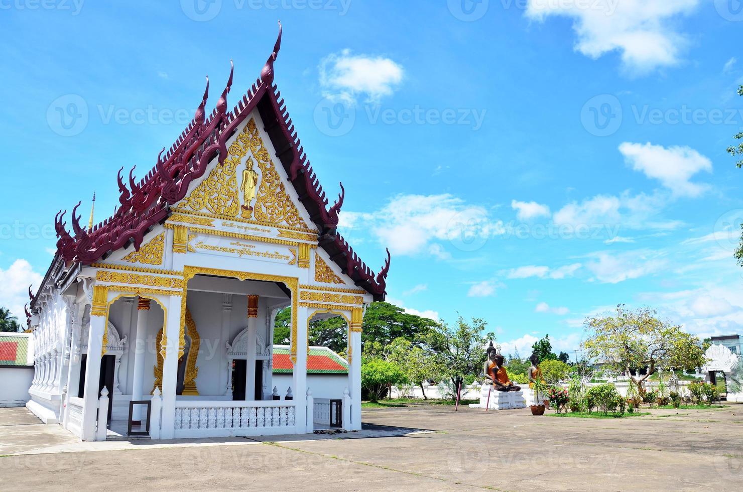 wat phra borommathat chaiya tempel in chaiya surat thani foto