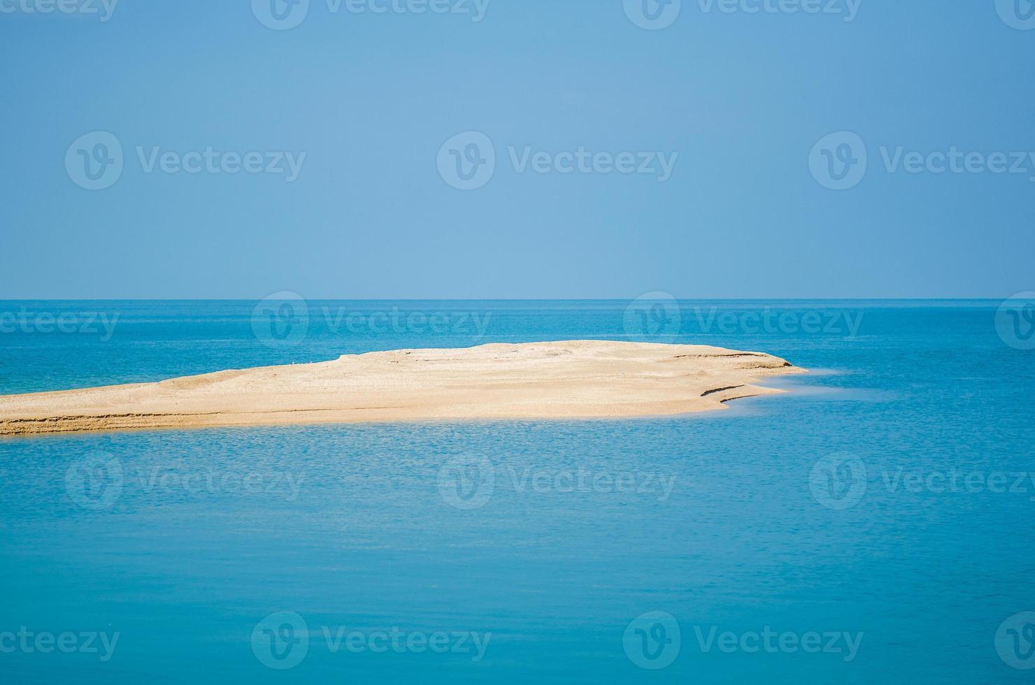 strandje, klein tropisch eiland in Nokpao Island, Surat Thani, Thailand. foto