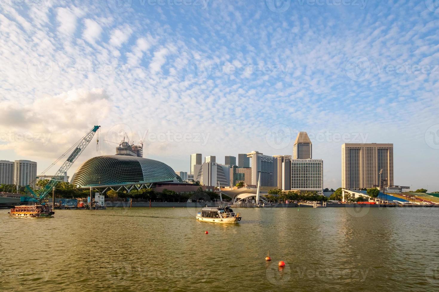 Singapore - 20 juni 2014: gebouwen in de skyline van singapore foto