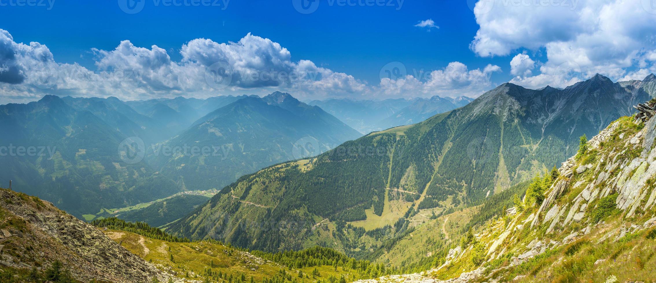 Alpen in de zomer foto