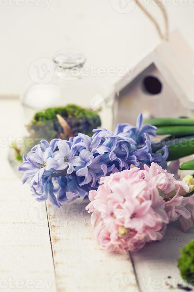 ansichtkaart met elegante bloemen foto