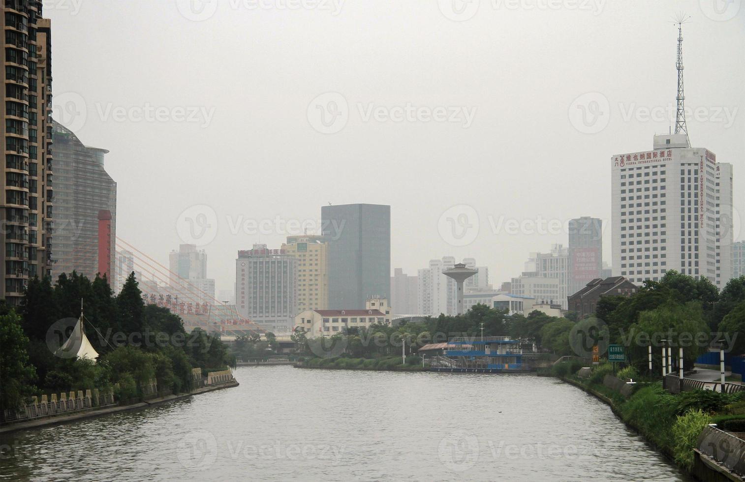rivier suzhou in het centrum van shanghai foto