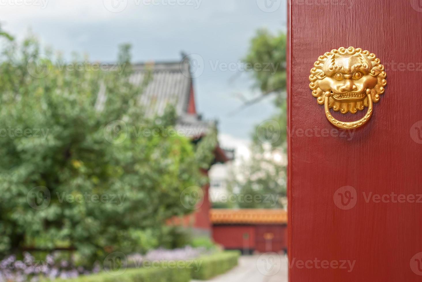 oude Chinese deurklopper foto