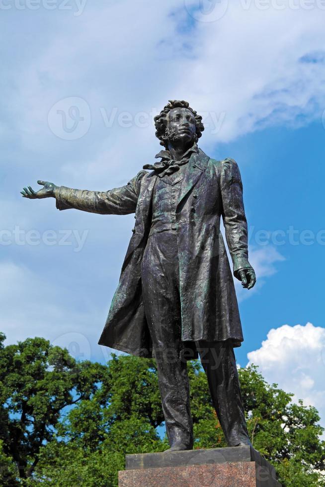 beroemde dichter Alexander Pushkin standbeeld, Sint-Petersburg foto