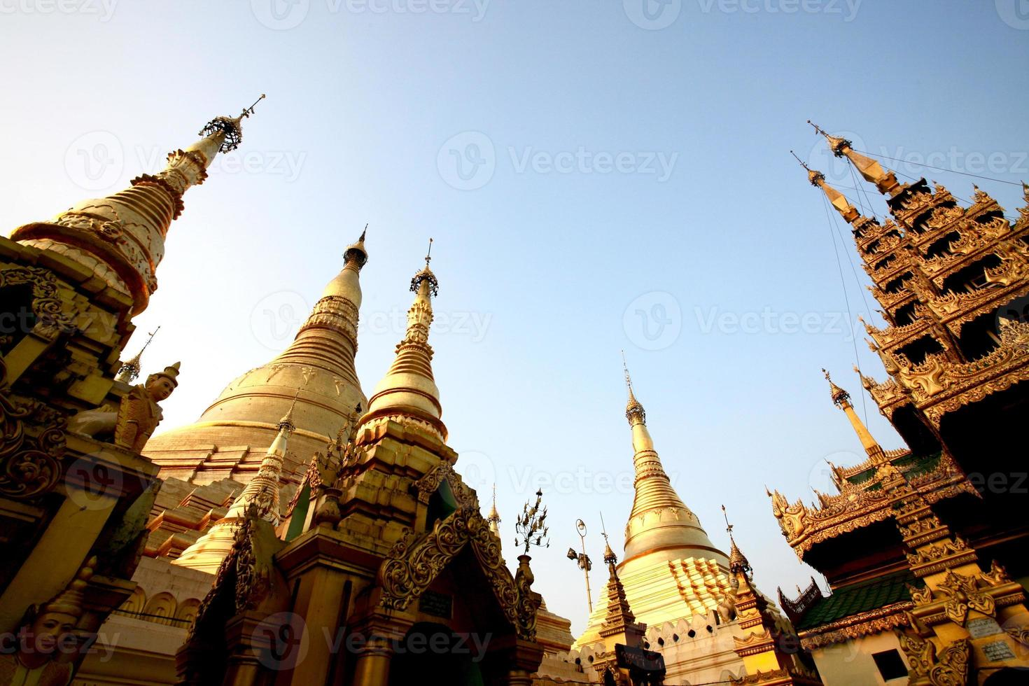 shwedagon pagode in yangon - myanmar foto