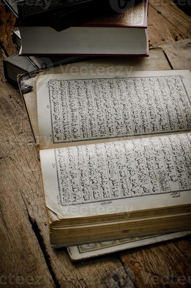 koran - heilig boek van moslims foto