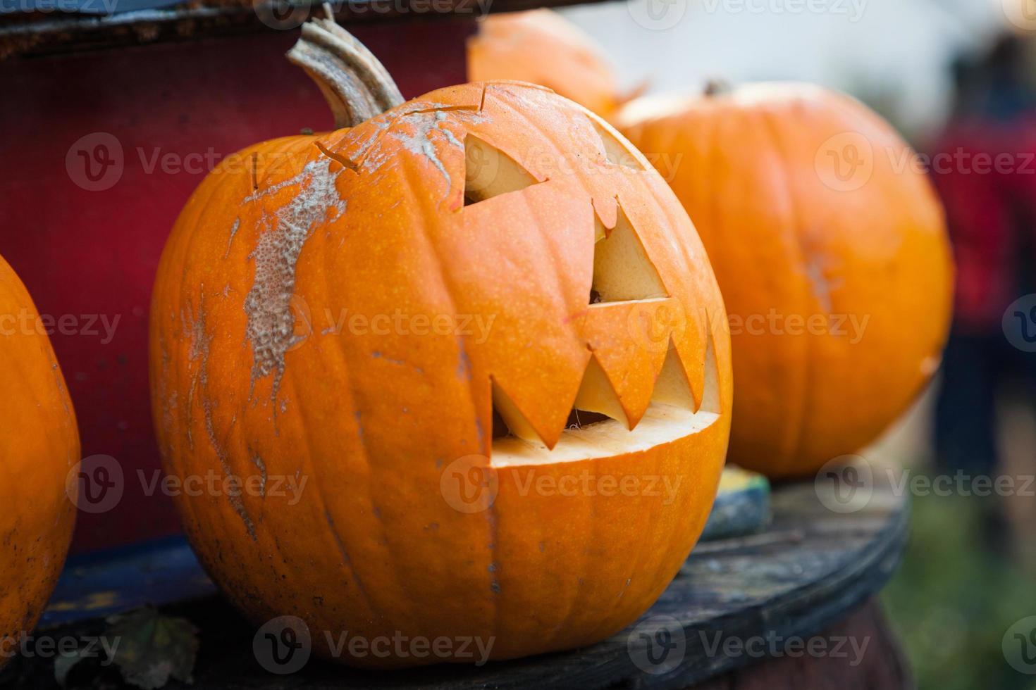 Halloween pompoen op tafel foto