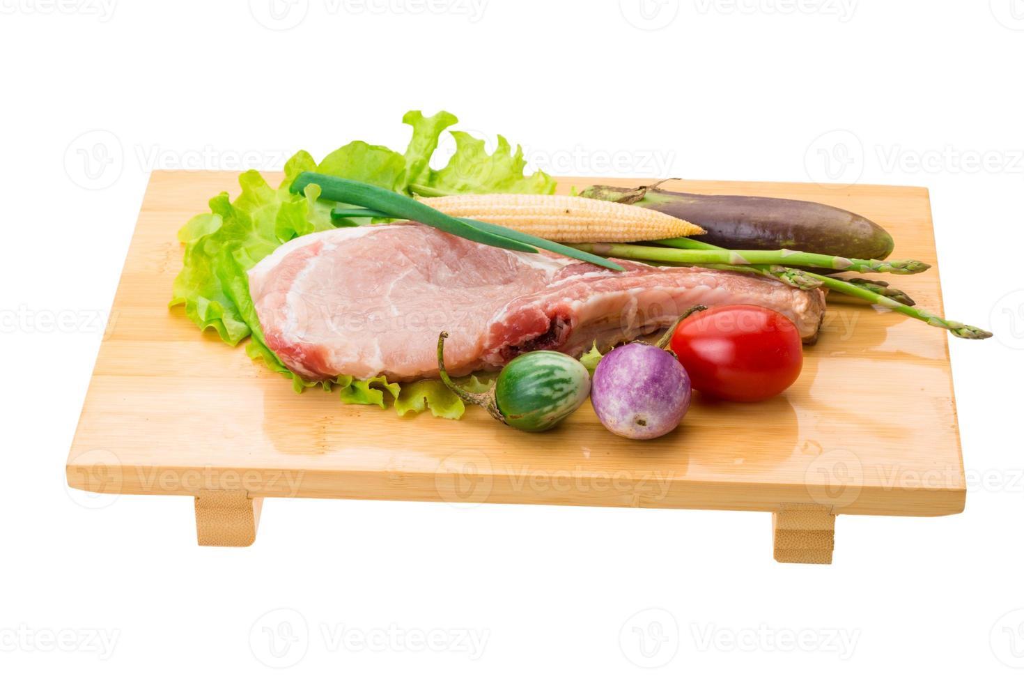 rauwe t-bone steak foto