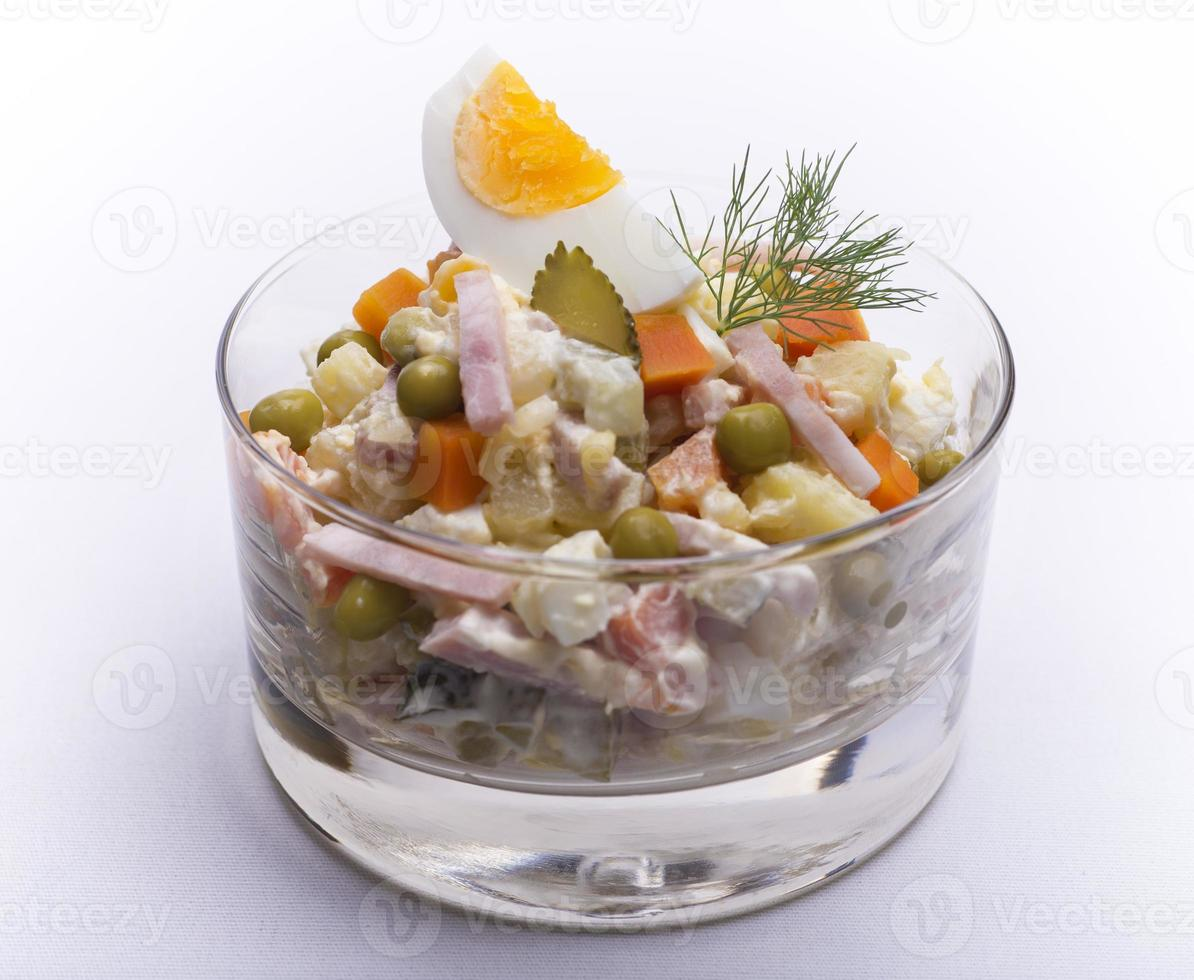 olivier russische aardappel Nieuwjaarsalade foto