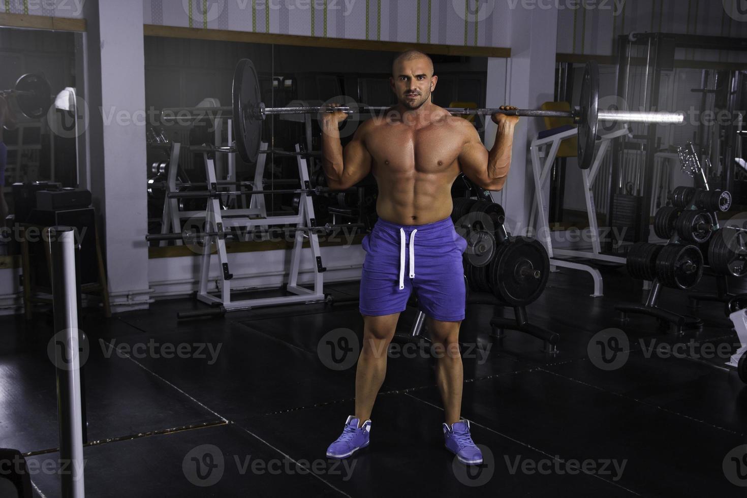 man in de sportschool foto