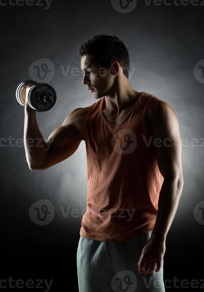 jonge man met halter foto