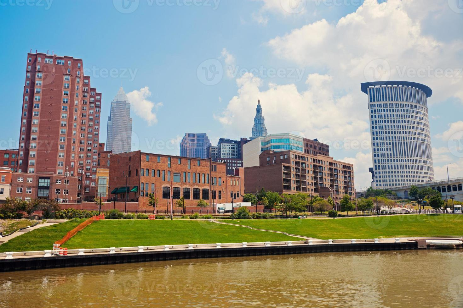 cuyahoga rivier in cleveland foto