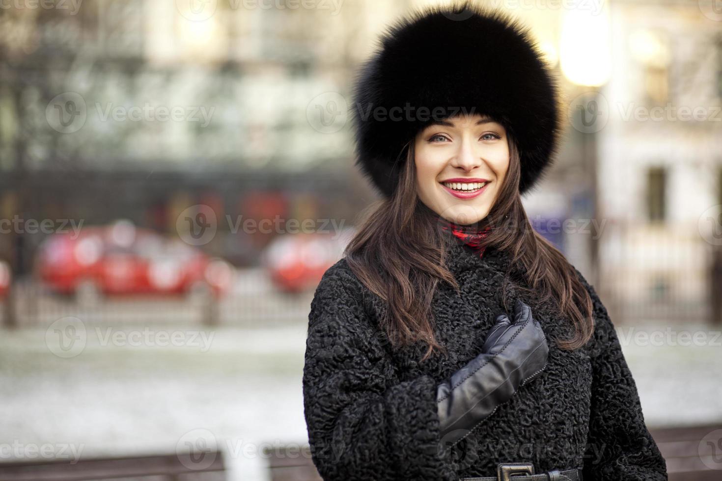 positief wintermeisje foto
