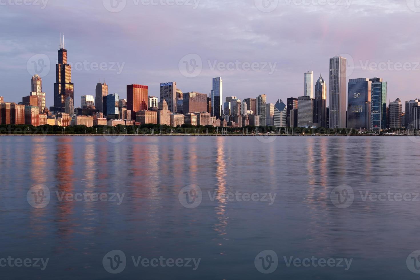 ochtend uitzicht op de skyline van chicago, illinois foto