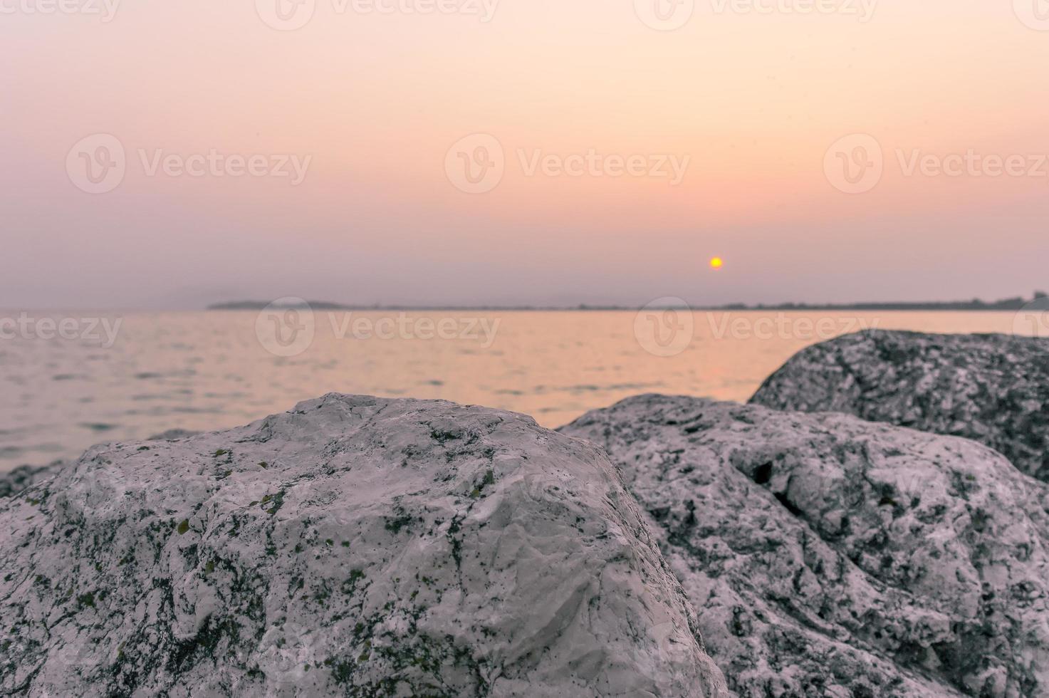 dageraad aan het meer foto