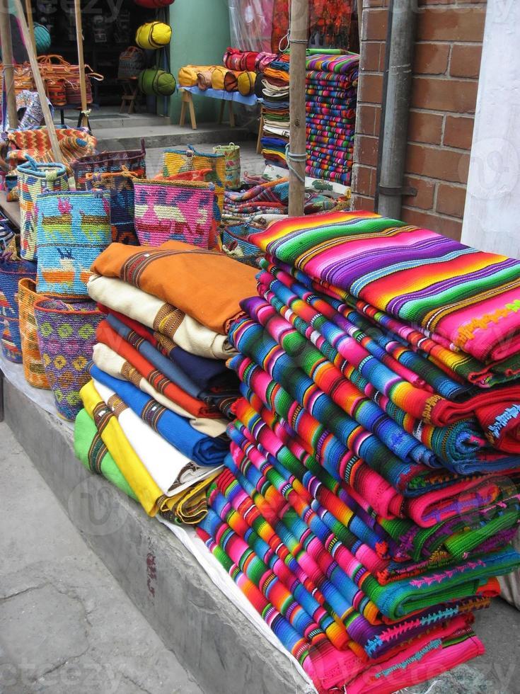 kleurrijke guatemalaanse dekens foto