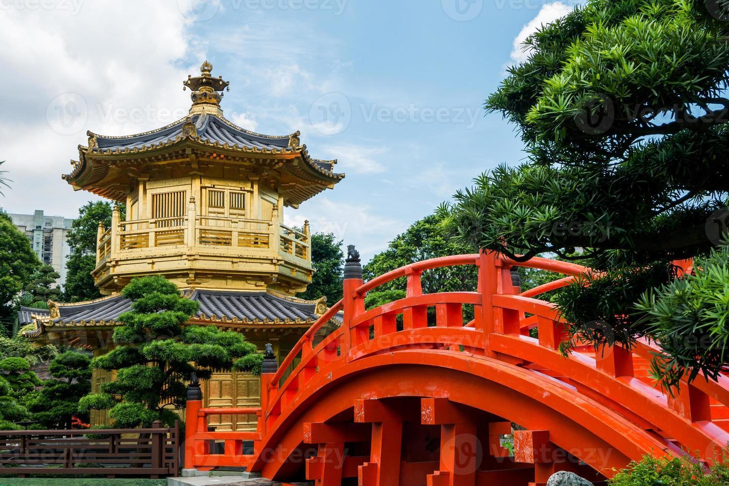 tang-dynastie gouden paviljoen in chi lin nunnery, hong kong foto