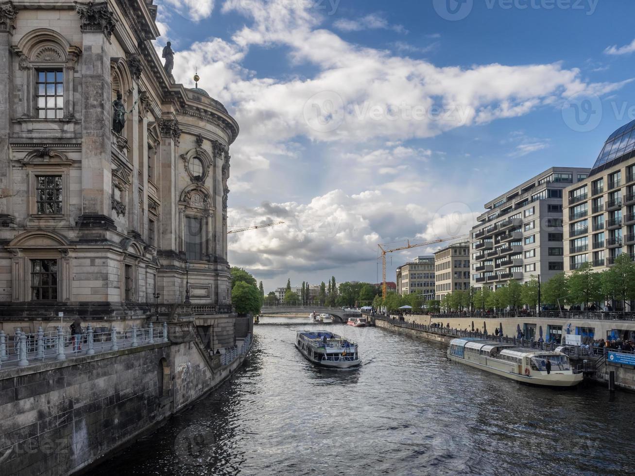 museumeiland op rivier de spree berlijn, duitsland foto