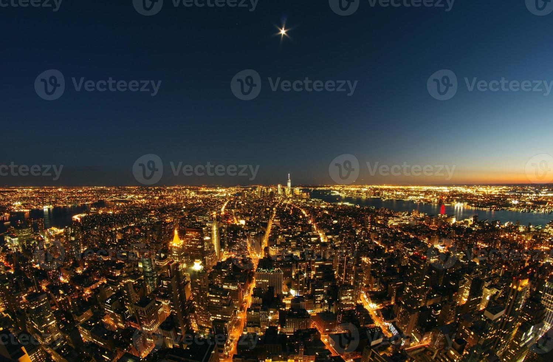Lower Manhattan 's nachts onder de volle maan foto