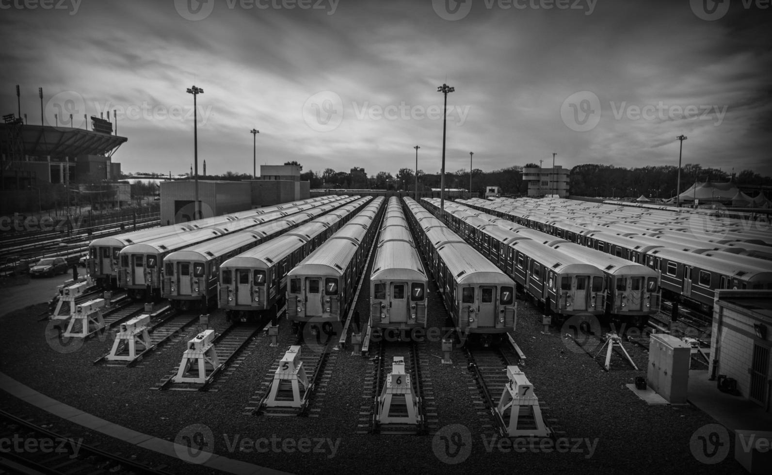 zwart-wit treinen parkeren foto