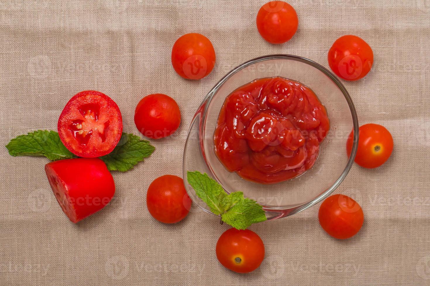 tomatensaus, gaspacho, ketchup foto