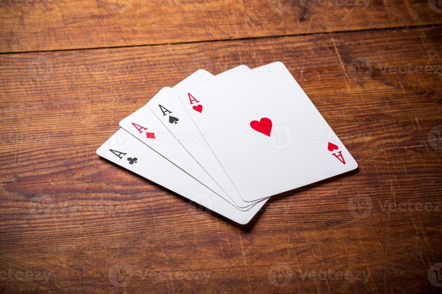 groep van vier speelkaart azen foto
