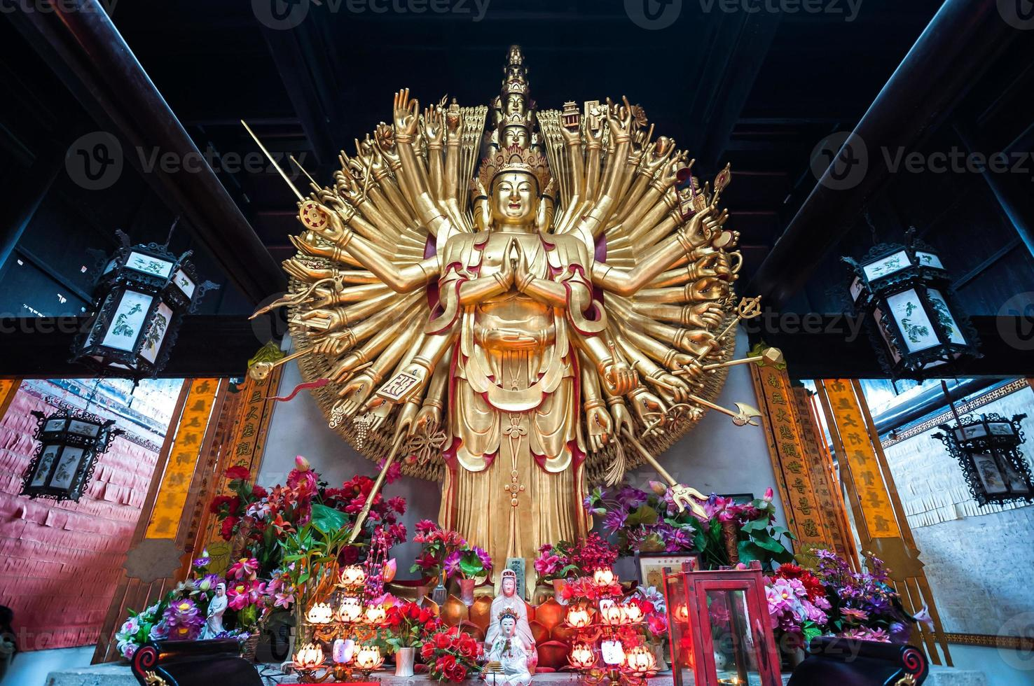 standbeeld van de duizend handen guanyin op lushan tempel, changsha foto