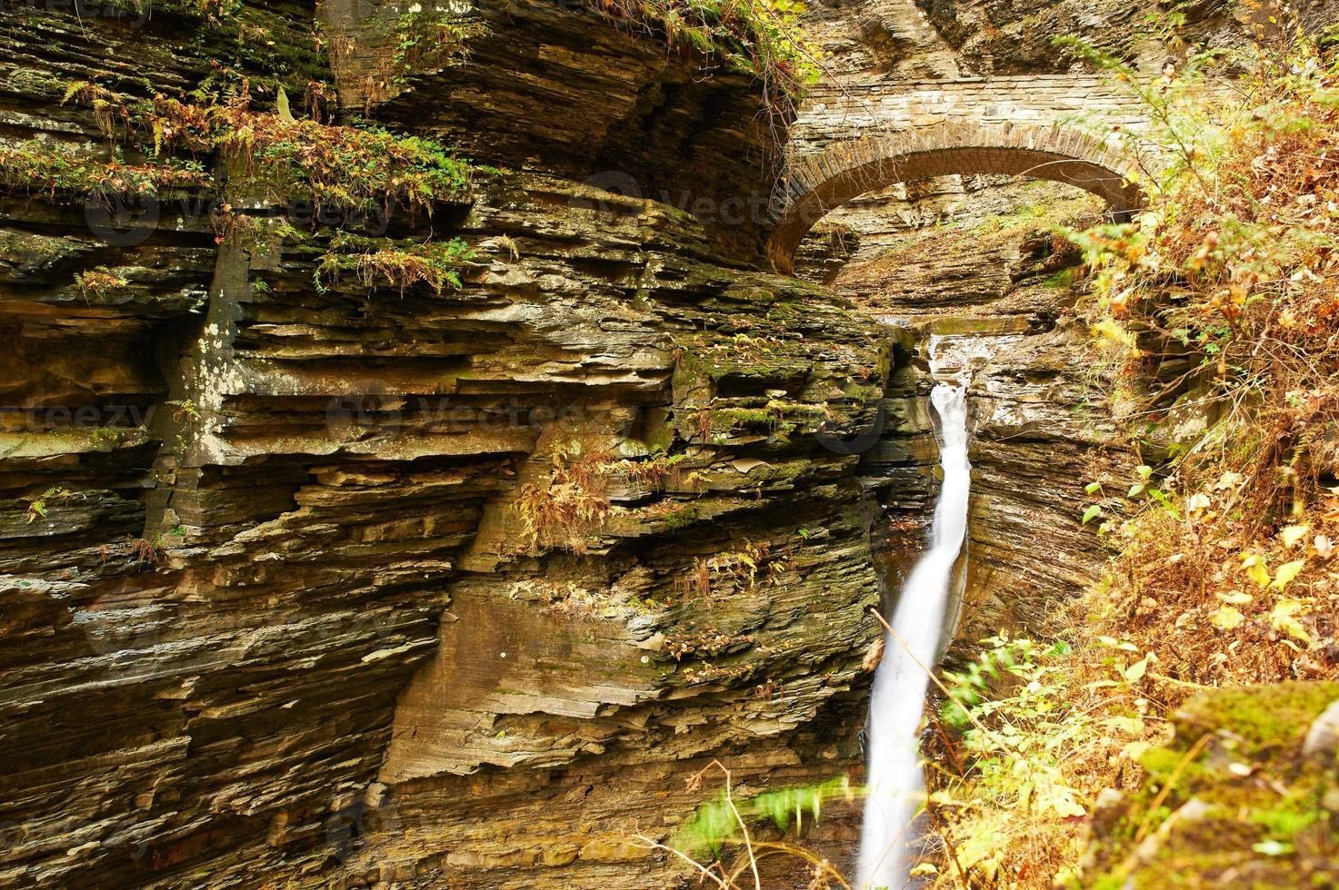 grot waterval bij watkins glen state park foto