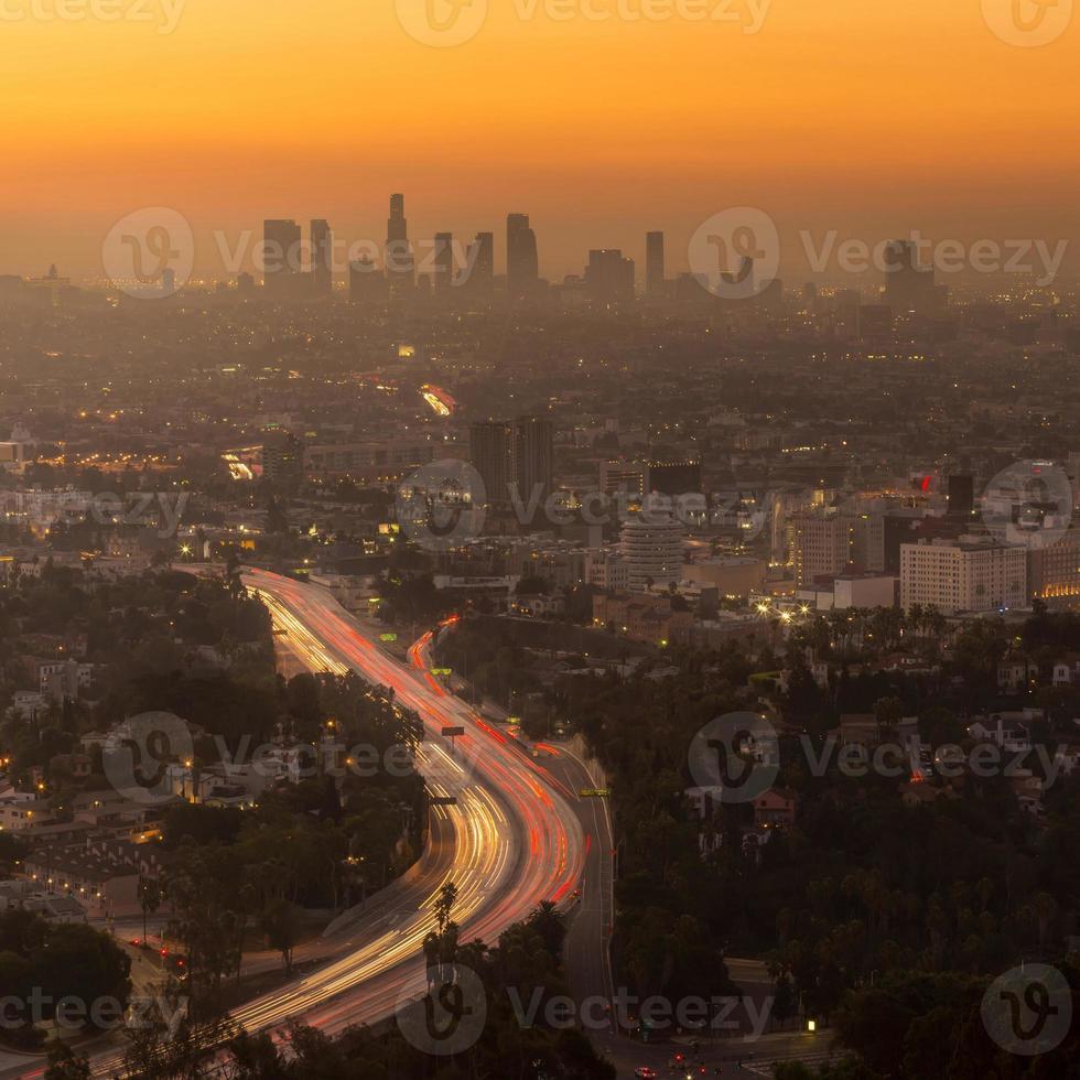 skyline van het centrum van los angeles foto