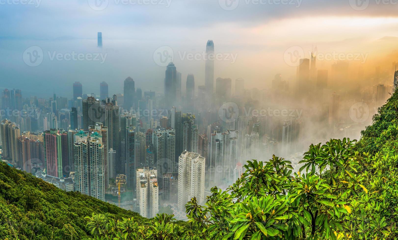 mistige hong kong uitzicht foto