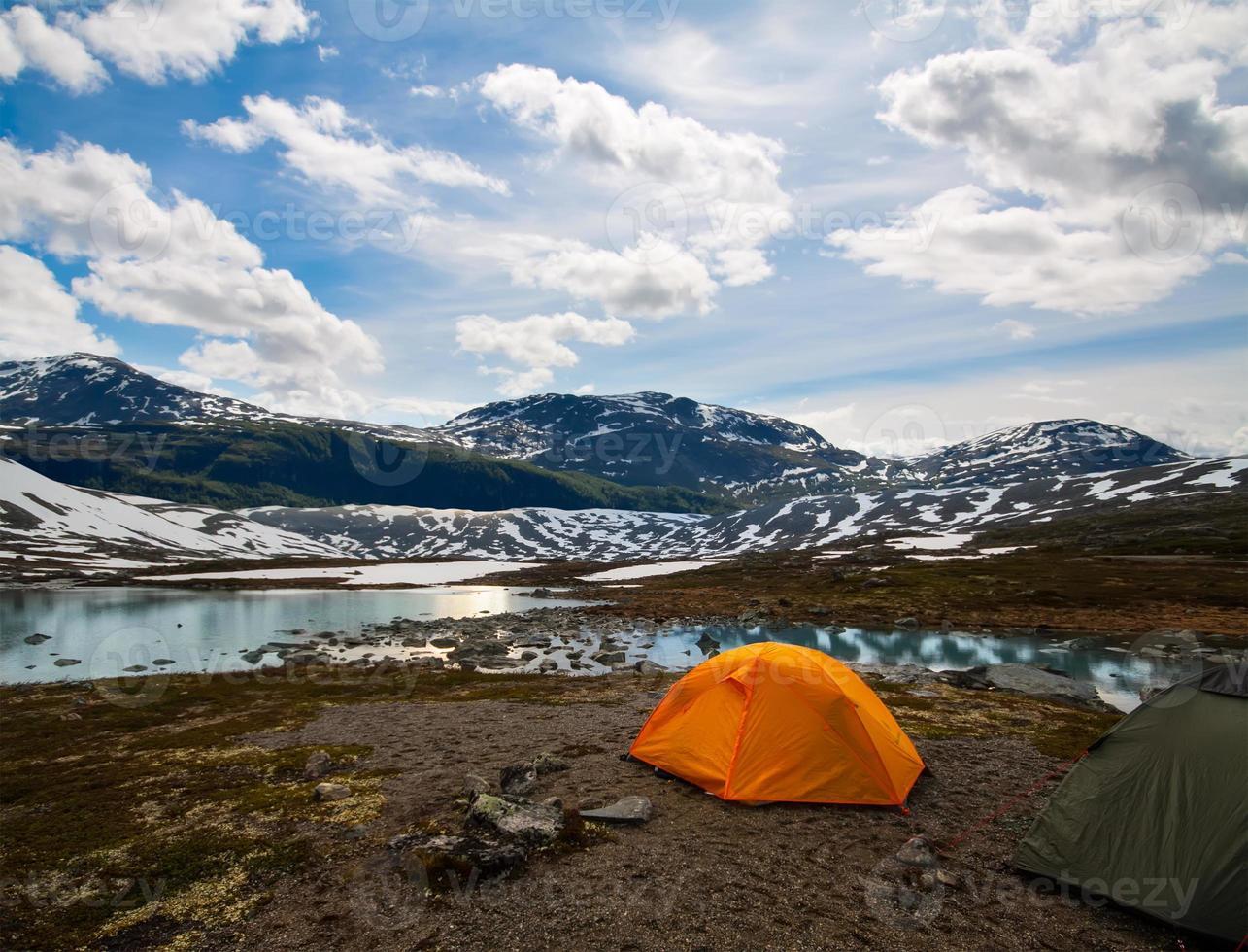 twee toeristische tenten, actieve levensstijl foto