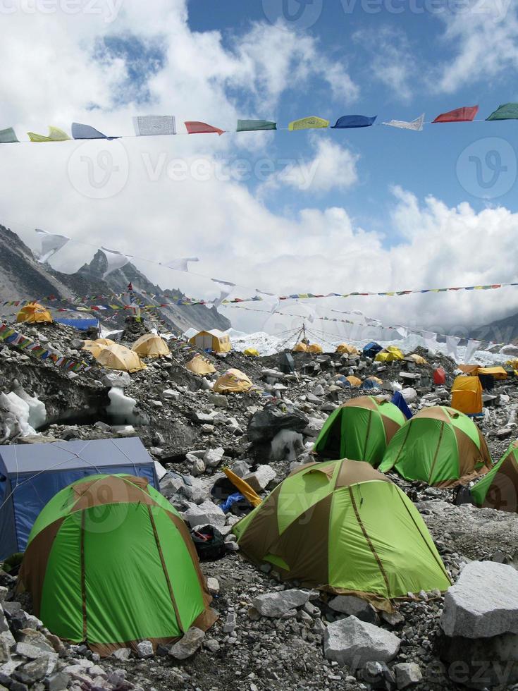 tenten op everest basiskamp in nepal foto