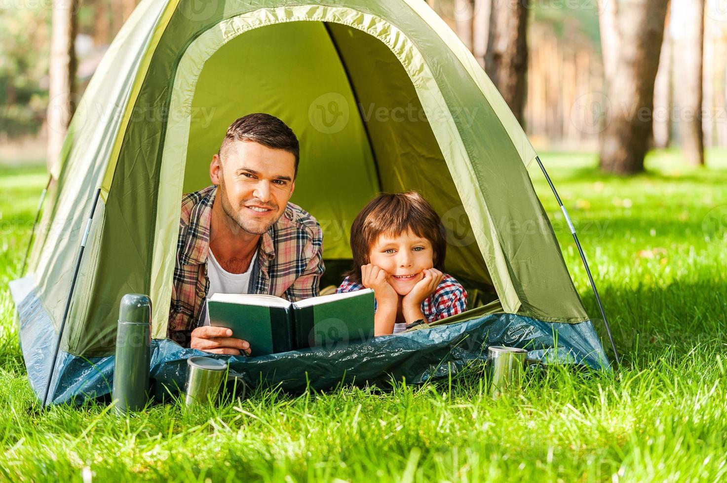 samen kamperen is leuk. foto