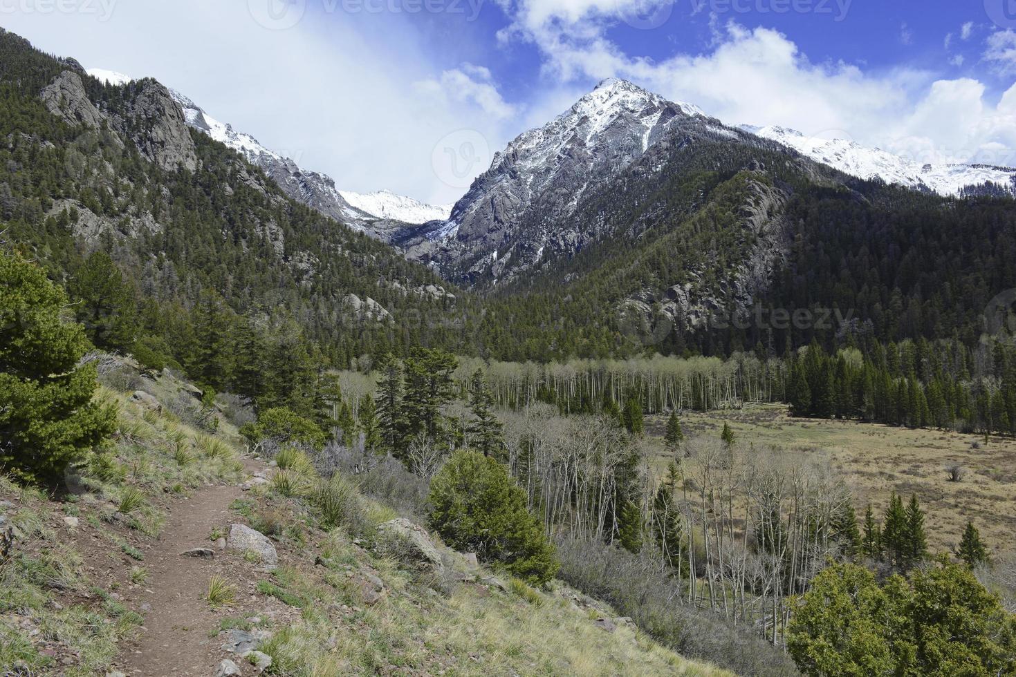 alpine landschap, sangre de cristo range, rotsachtige bergen in colorado foto