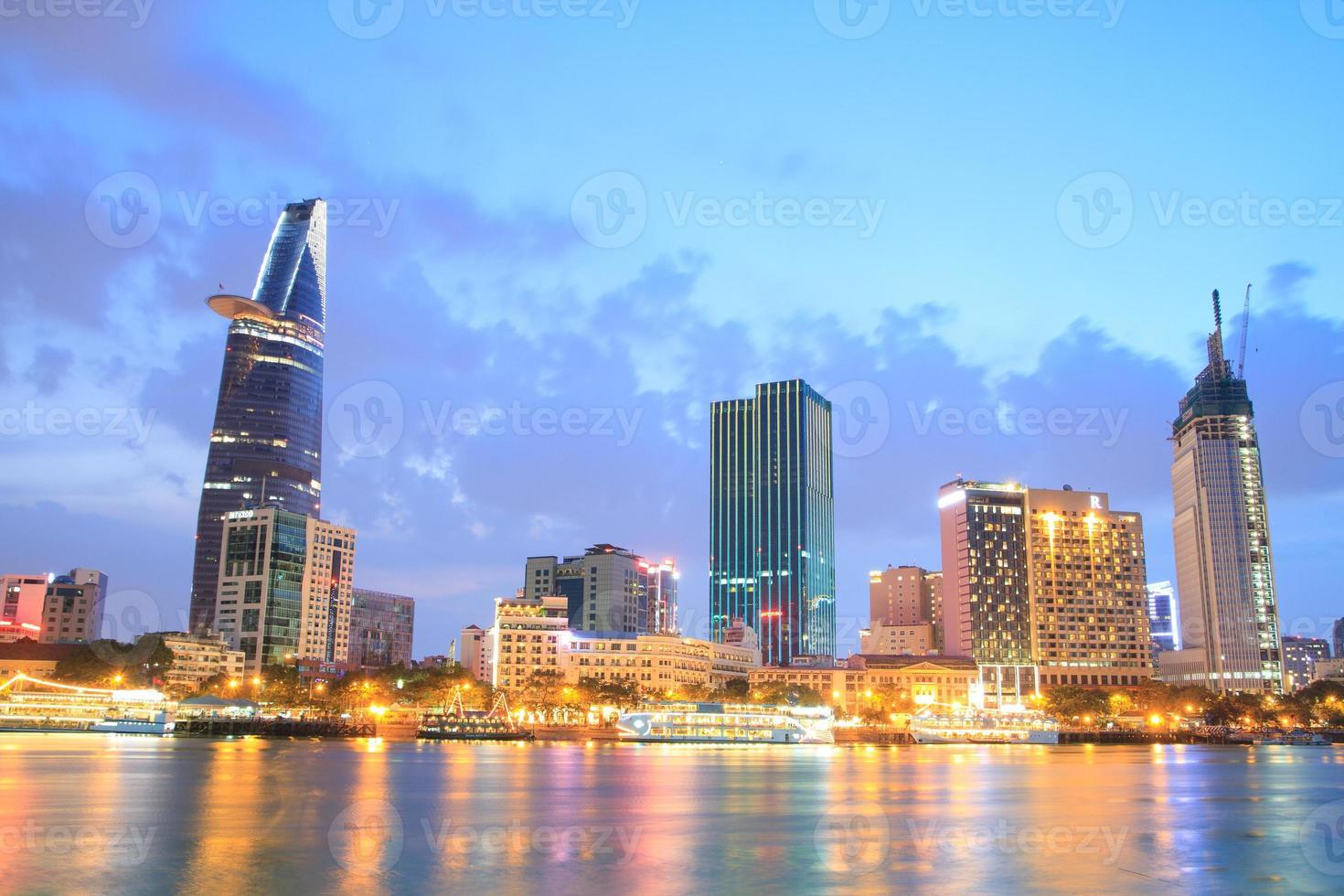 nacht uitzicht over ho chi minh stad foto