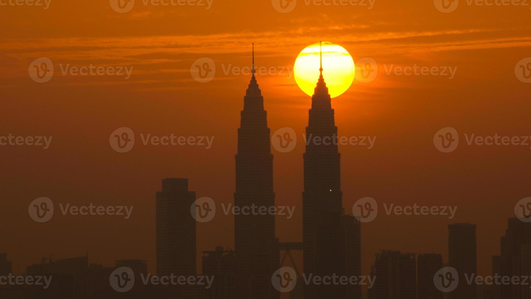 zonsondergang in Kuala Lumpur foto