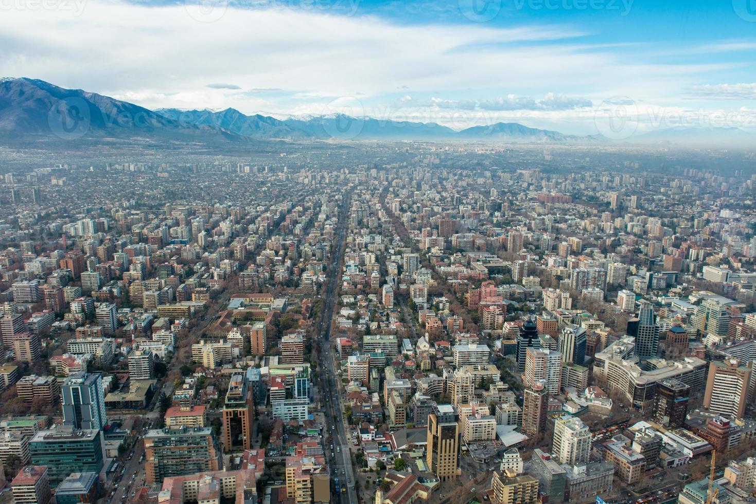 Santiago de Chile van grote hoogte. Santiago stadsgezicht foto