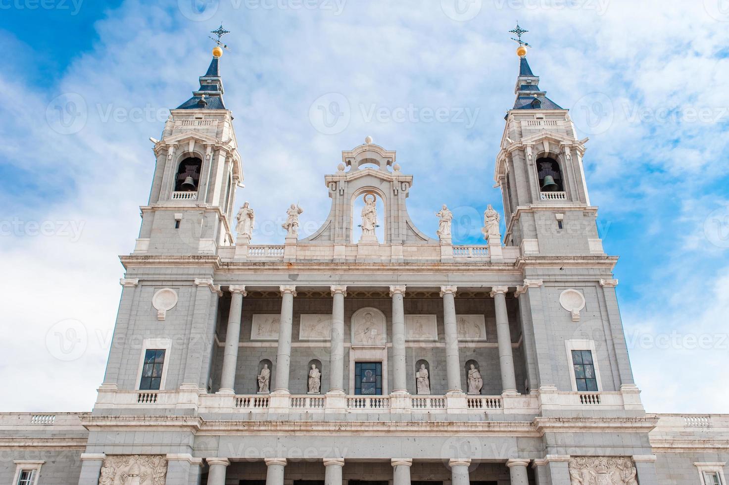kathedraal van saint mary de koninklijke van la almudena foto