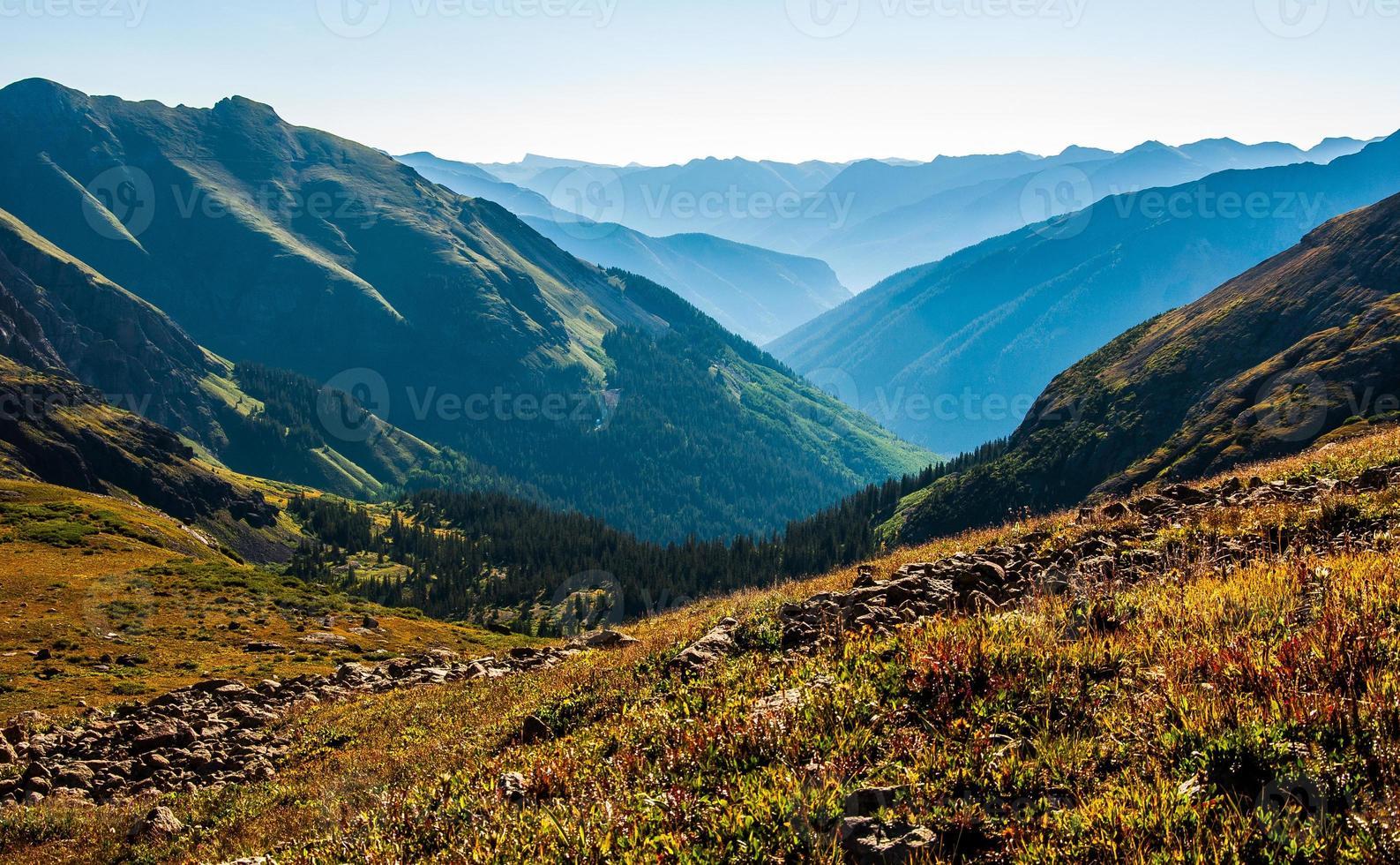 hoog boven 13.000 voet boven zeeniveau rotsachtige berg hoog foto